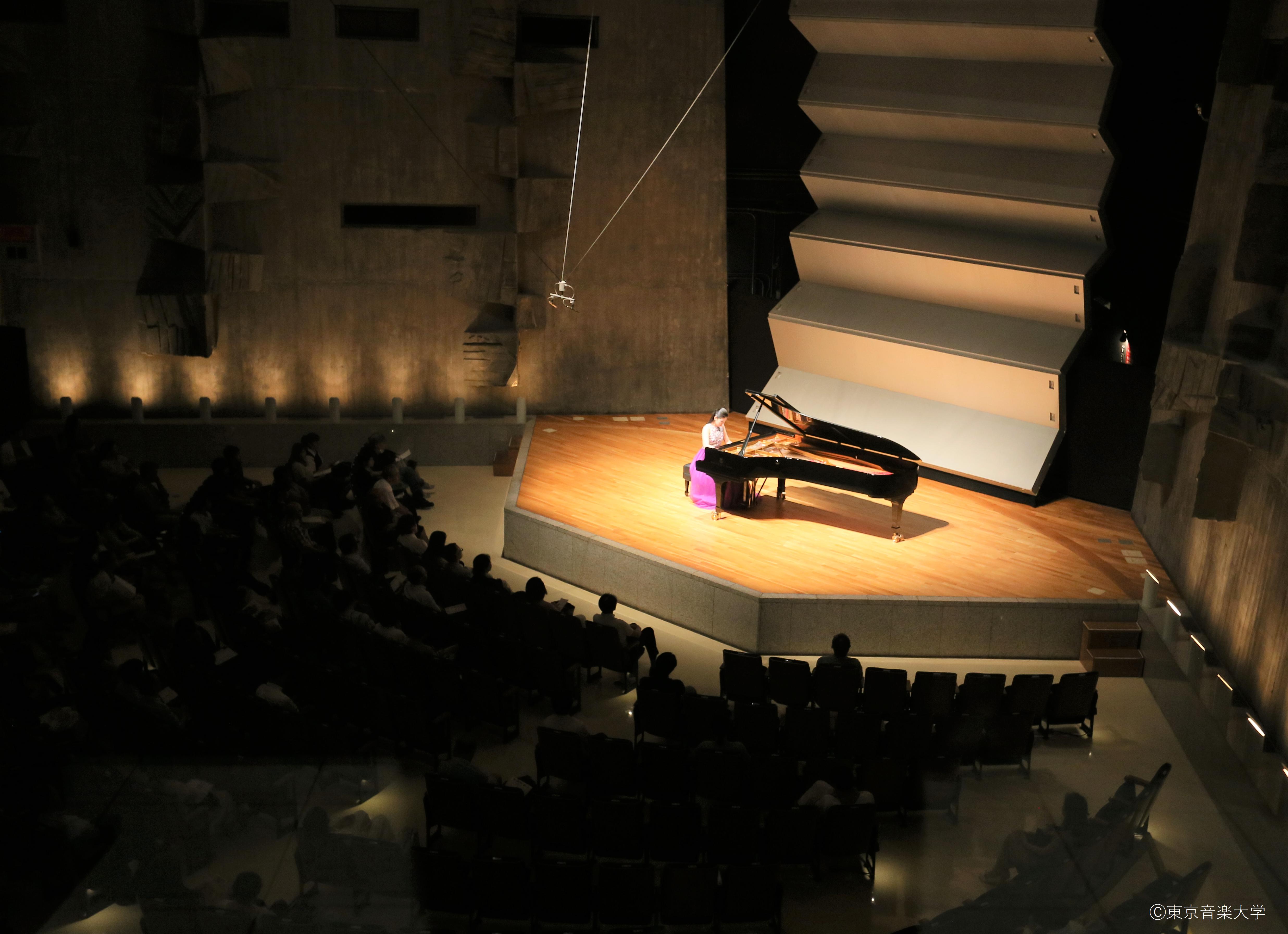 ピアノ演奏会~ピアノ演奏家コース成績優秀者による~のレポートを掲載しました