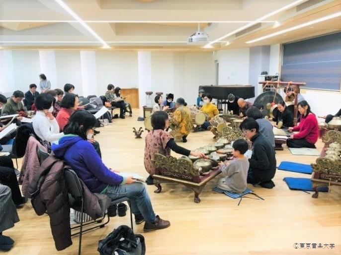 東京音楽大学×目黒区教育委員会連携講座「インドネシア・ジャワの宮廷音楽ガムランを演奏しよう」のレポートを掲載しました