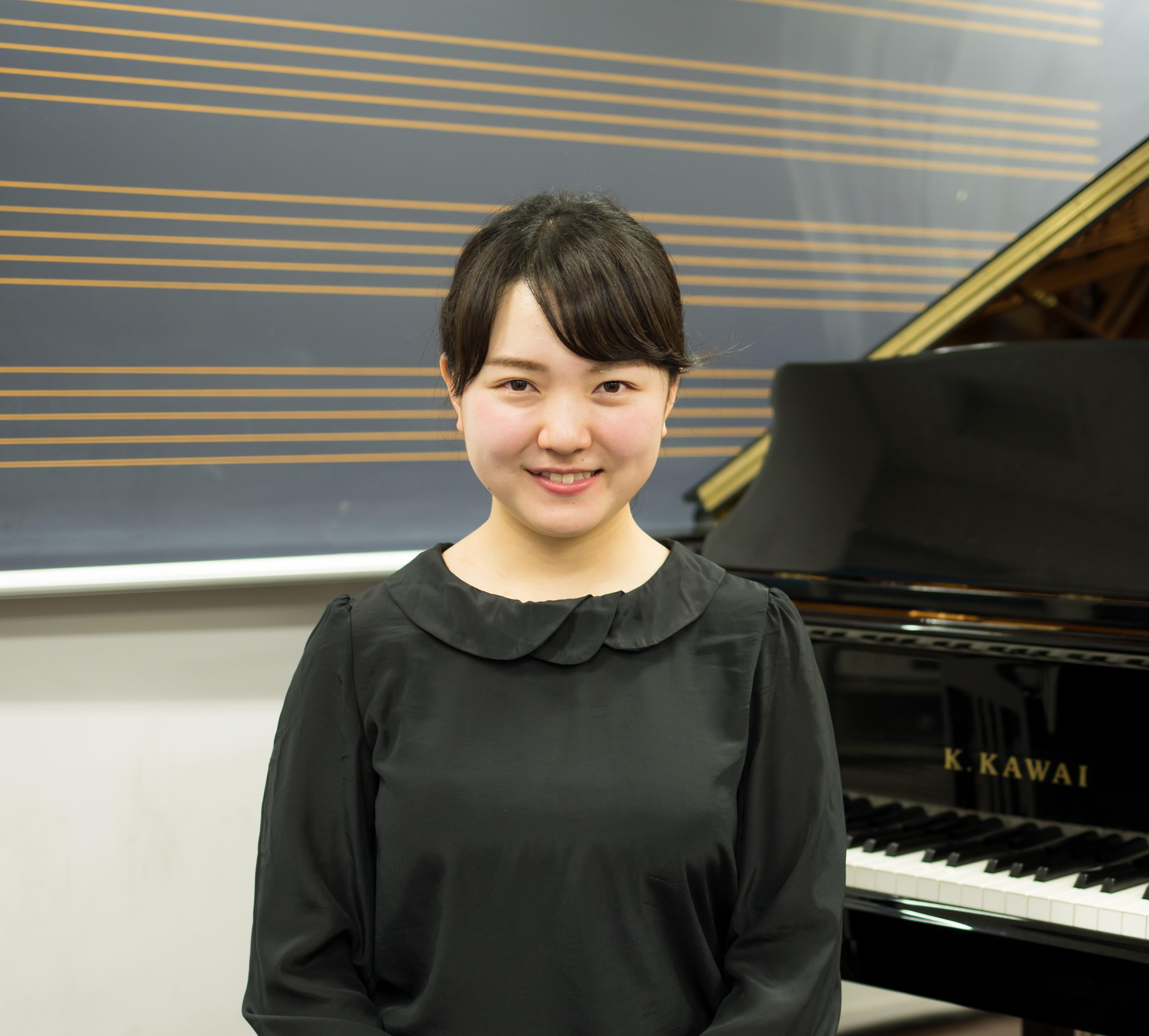 山賀恵里花さん 中学校教諭
